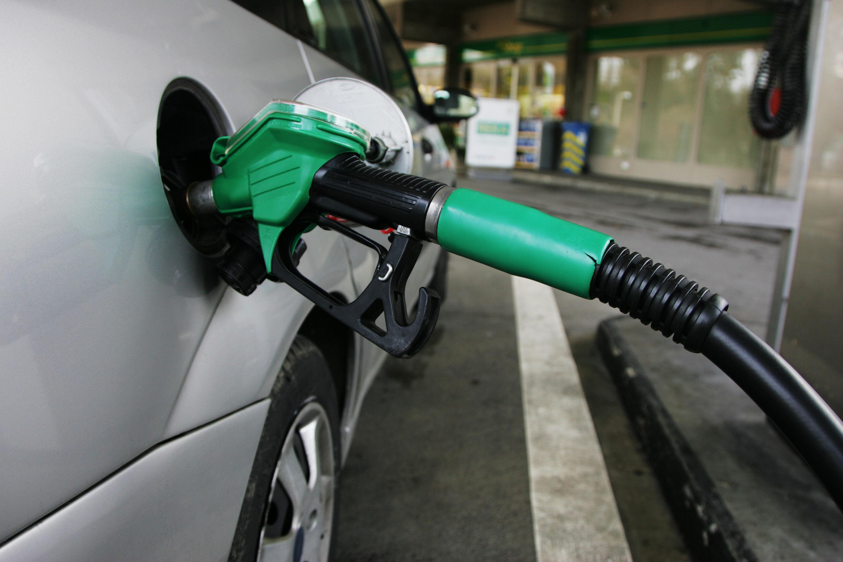35توصیه برای کاهش مصرف بنزین